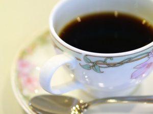 高級ホテルのラウンジは、ランチ後のお茶で行くのが◯