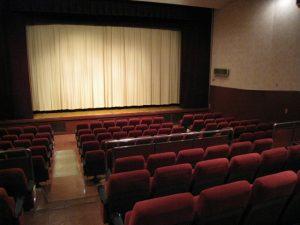 ③映画や舞台を観たあとの帰り際
